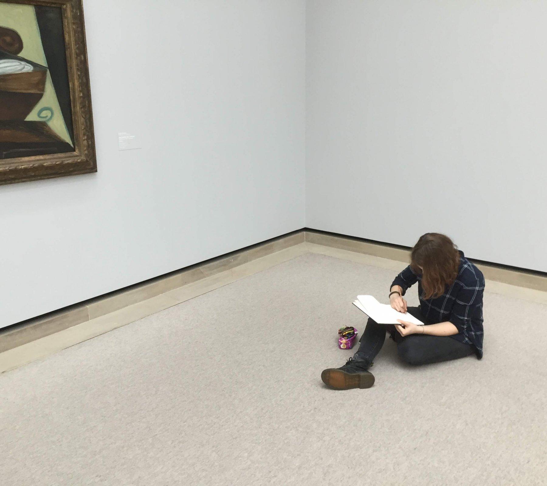 Lena fleißig in der Staatsgalerie